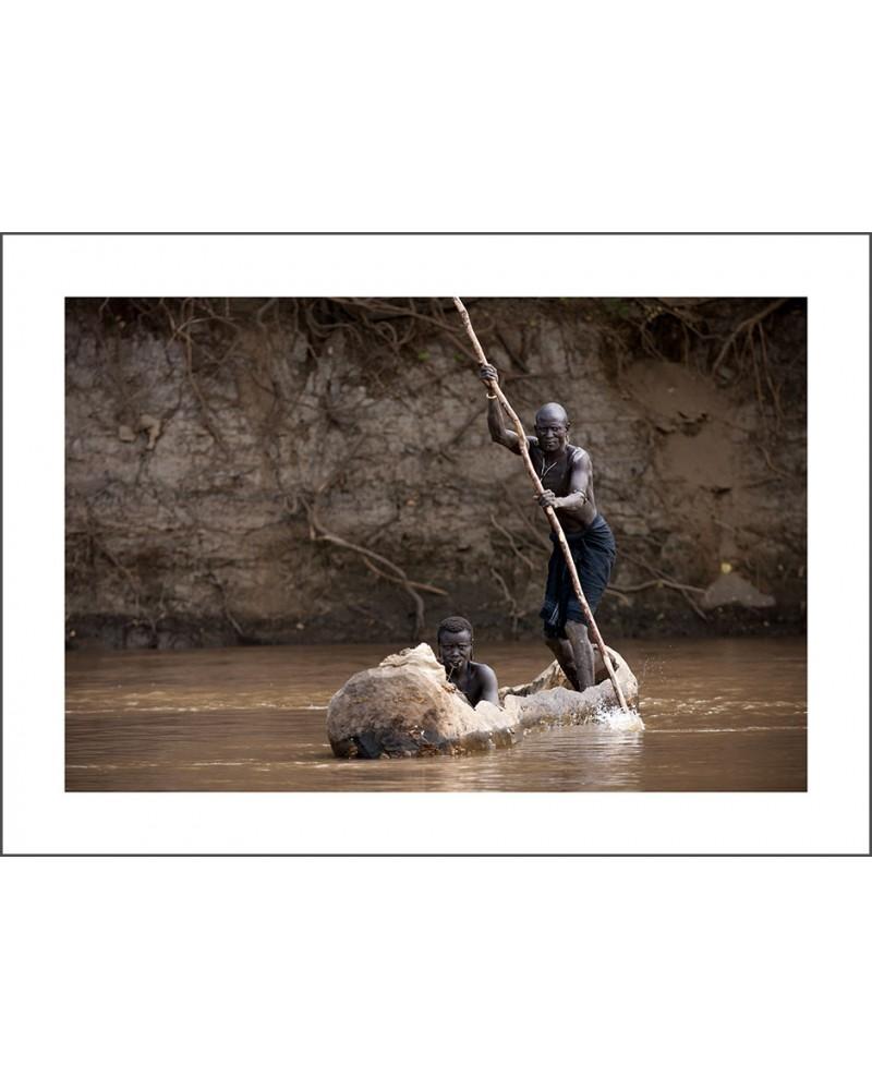 Omo Mursi - photographie Jacques-Michel Coulandeau  couple de l'ethnie Mursi traversant le fleuve