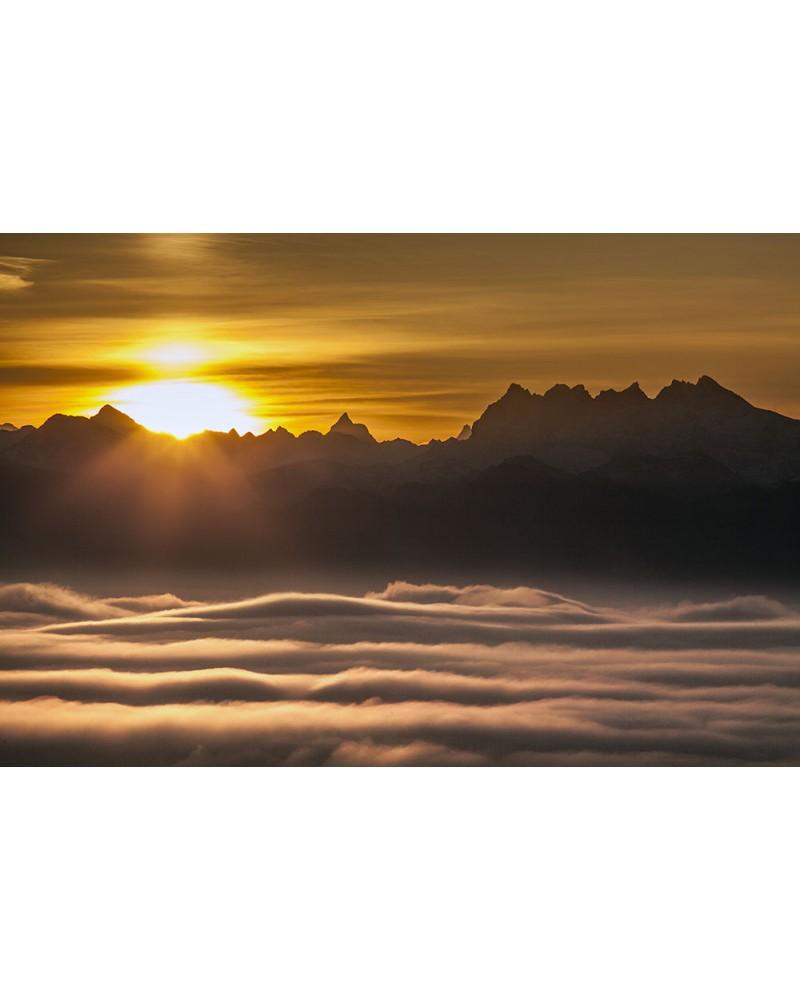 Majestics - photographie Nicolas Gascard   La Dent Blanche, le Servin et les Dents du Midi depuis les montagnes du Jura.