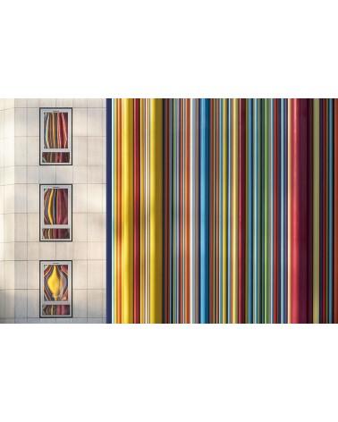 Moretti - photographie Philippe Lagabbe   Assemblage de tubes en fibre de verre de la tour Moretti et reflets d'un building.